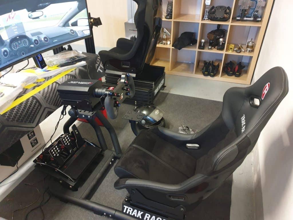 postazione sim racing con volante direct drive simagic corona gt4