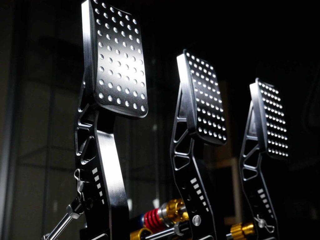 pedaliera realizzata con materiali premium
